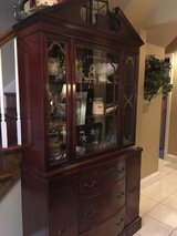 : ) ANTIQUE MAHOGANY CHINA CABINET in Glendale Heights, Illinois