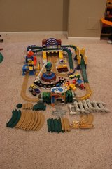 Geotrax-over 100 pieces, tracks, buildings in Algonquin, Illinois
