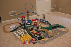 Geotrax-Huge lot, over 100 pieces, tracks, buildings, airport in Algonquin, Illinois