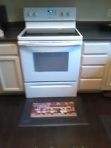 Whirlpool Electric Range/Stove-Glass Top in Beaufort, South Carolina