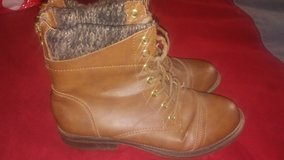 Boots size 6 1/2 in Fort Bliss, Texas