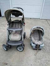 Graco SnugRide 30 Infant Car Seat and Stroller Set in Joliet, Illinois