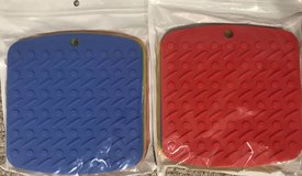Set of 4 SilconePackage of 4 silicone  Multi-Color Pot Hot Plate Holders (New in Package) in Fort Knox, Kentucky