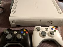 XBox 360 with 18 Games and Extra memory in Camp Lejeune, North Carolina