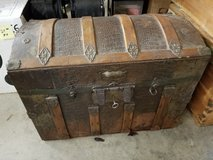 ANTIQUE HUMPBACK TRUNK w/ KEY in Silverdale, Washington