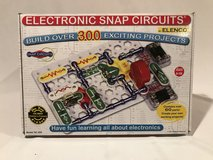 NEW Never Used Elenco Snap Circuit 300 Electricity Set COMPLETE in Naperville, Illinois