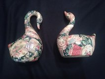 selling a pair of swans in The Woodlands, Texas