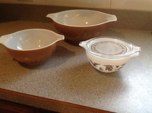 Pyrex vintage bowls in Glendale Heights, Illinois