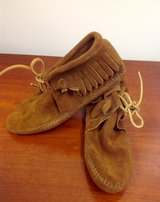 *NEW* Minnetonka Moccasins Brown Fringe Suede Ankle Boots  ~Soft Sole~ 6.5 in Moody AFB, Georgia