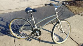 women's bicycle in good condition in Schaumburg, Illinois