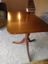 Beautiful Antique Hepplewhite Shieldback Dining Set - Table & Six Chairs - EX Condition in Glendale Heights, Illinois