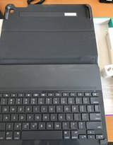 iPad 2 air case + keyboard in Naperville, Illinois