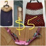2 Dog sweaters and collar in Pearland, Texas