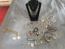 lot jewelry in Bolingbrook, Illinois