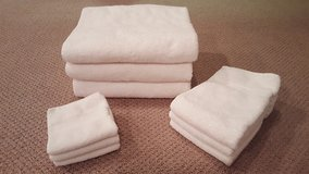 Set of 3 of each White washcloth, hand towels, bath towel in Chicago, Illinois