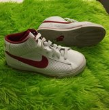 shoes size Youth 1.5 in Travis AFB, California