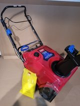 Brand new in Box TORO 721QZE SNOWBLOWER in Plainfield, Illinois