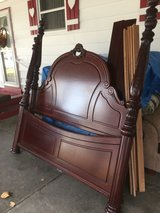 New condition king bed in Fort Riley, Kansas