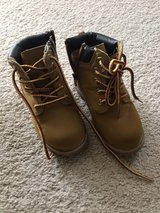 Toddler boy boots size 9 in Fort Carson, Colorado