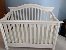 Munire Charleston 4-in-1 Crib in Oswego, Illinois