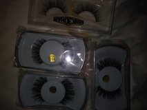 5 pairs of mink lashes in Travis AFB, California