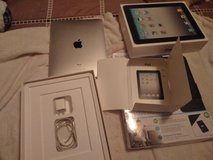 Ipad 1st generation and rechargeable power case in Fort Campbell, Kentucky