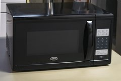 Oster 1.1 Cubic Ft. Microwave oven in Elgin, Illinois