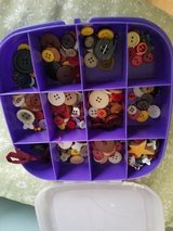 BUTTONS ..CRAFT BUTTONS ..LOTS in St. Charles, Illinois