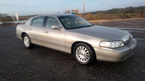 2003 Lincoln Town Car Signature Edition - LOW MILES in Beaufort, South Carolina