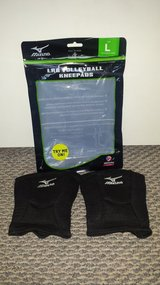 Mizuno LRG Volleyball Kneepads in Glendale Heights, Illinois