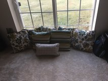 8 decorative pillows *never used* in Quantico, Virginia