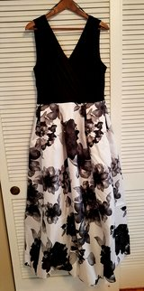 Lady's maxi dress, size 16 in Perry, Georgia