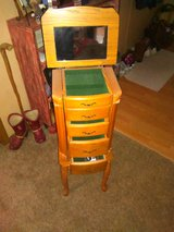 Stand up jewelry box in Leesville, Louisiana