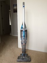 Hoover Air Cordless Wind Tunnel Vacuum w/ Rechargeable Lithium Battery, Charger & Attachment in Schaumburg, Illinois