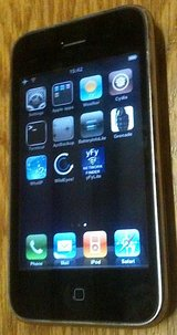 iPhone 3G 8GB GSM, unlocked, jailbroken, with cable in Fort Lewis, Washington