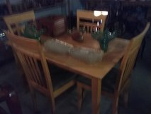 Table and four chairs in Leesville, Louisiana