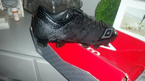 Men soccer cleats size 7 new condition in Joliet, Illinois
