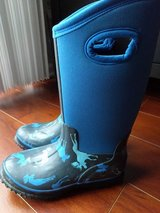 Hatley boys rain boots new size 1M in Bolingbrook, Illinois