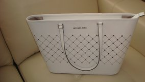 New White standard size Michael Kors/ never used in Fort Bliss, Texas