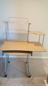 student desk good condition pick up only in Bolingbrook, Illinois