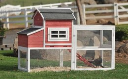 New in Box SummerHawk Red Barn Chicken Coop in Fort Knox, Kentucky
