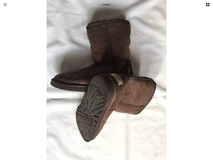 Brown uggs boots sz 7 in Bolingbrook, Illinois