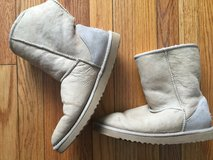 Uggs woman's sz 9 in Bolingbrook, Illinois