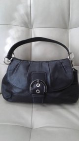 Coach Purse w/ magnetic clasp and short strap in Cherry Point, North Carolina