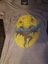 Batman shirt size small in Bolingbrook, Illinois