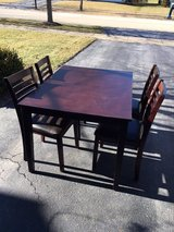 Dining Table w/4 chairs in Joliet, Illinois