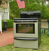 Range Stove Electric-Stainless Steel-Black glass top Excellent Condition Guaranteed in Perry, Georgia