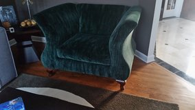 BEAUTIFUL AND BIG GREEN VELVET CHAIR , EXCELLENT CONDTION!!!!!! in Bolingbrook, Illinois