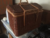 picnic basket with plates/cups/silverware in Stuttgart, GE