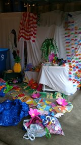 tropical themed party decorations in St. Charles, Illinois